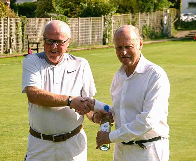 2018 Colin Irwin presents Runner Up prize to Jerry Guest Runner Up in Bowdon May Handicap (photo John Lucas)