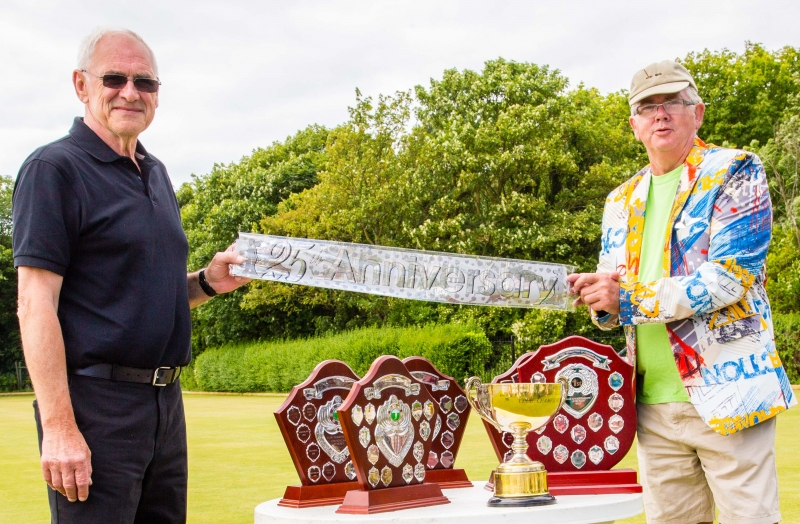 Tournament Manager Ivan Wheatley (l) with Federation Chairman Paul Rigge (r) lead the 25th Anniversary celebration.