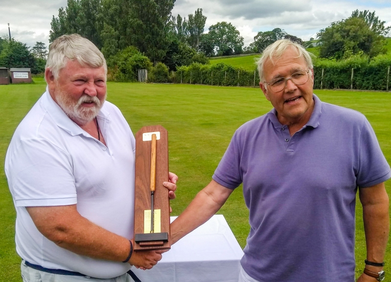 Robert Essler (Pendle) presents the winning trophy to Dave Williamson (Crake).