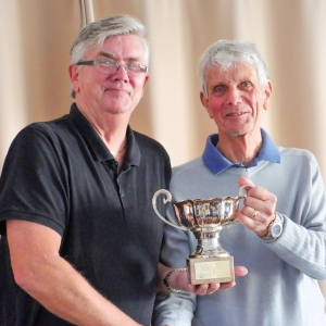 David Boyd (Chester) receiving the w/e Hcp AC league trophy from Fed Chairman Paul Rigge