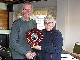 Federation chairman David Barratt presents the 2010 Golf League trophy to Anwen Williams of Llanfairfechan