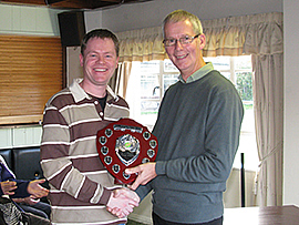 Federation chairman David Barratt presents the 2010 Advanced League trophy to Lee Hartley of Fylde