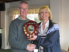 Federation chairman David Barratt presents the 2010 Handicap League trophy to Betty Bates of Fylde