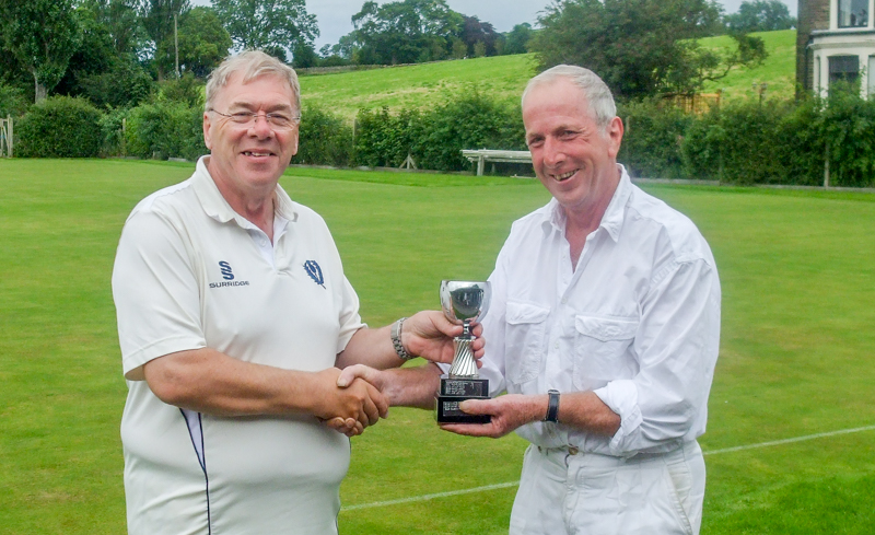 Garry Wilson presents David Jones with Tournament Trophy