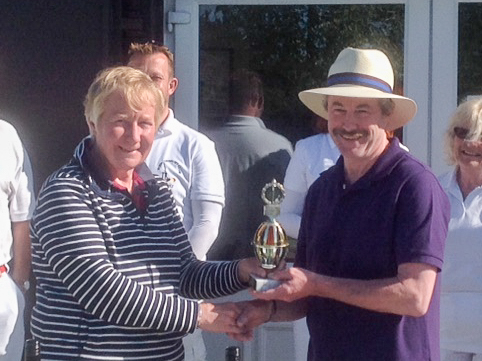 Winner Brian Walton (Chester) receives the prestigious Short Trophy